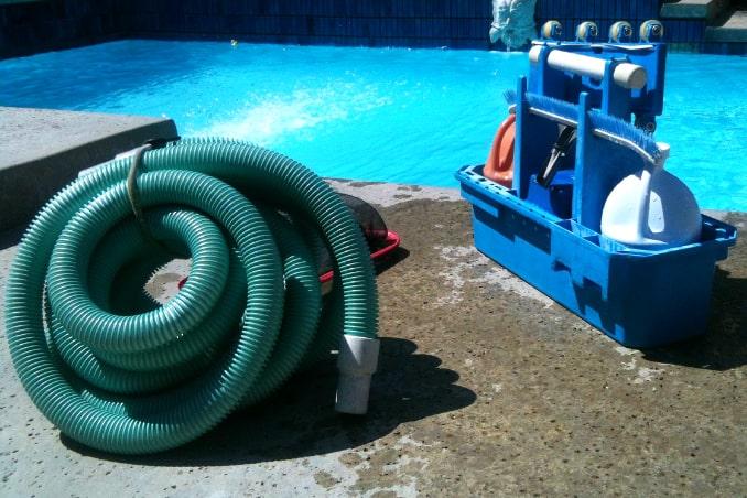 Pool gründlich reinigen
