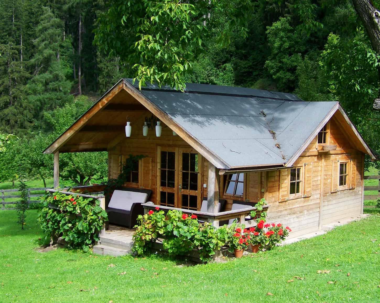 Gemütliches Blockbohlenhaus für den Garten