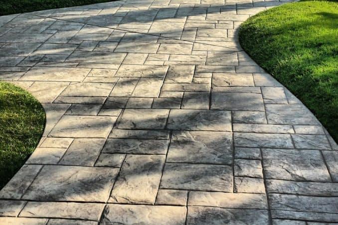 schöner Gartenweg