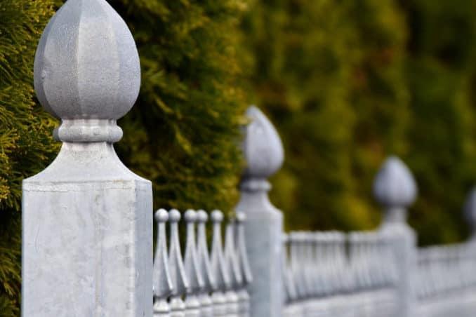 Zaun für das Grundstück