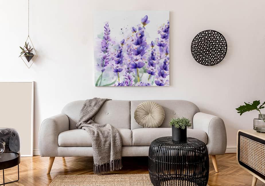 Aquarell-Bild mit Lavendel im Wohnzimmer